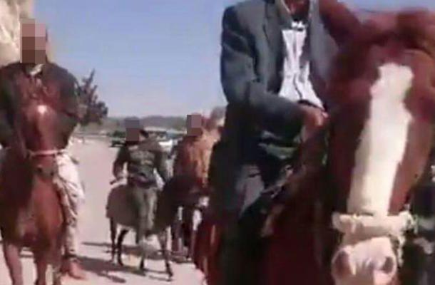 مسيرة للخيول والحمير رفضا لرفع أسعار المحروقات