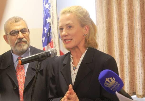 السفيرة ويلز تفتتح  توسعة مركز صحي الامير الحسن في كفرنجة .