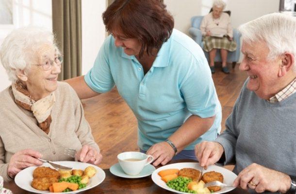 انتبهوا لتغذية كبار السن
