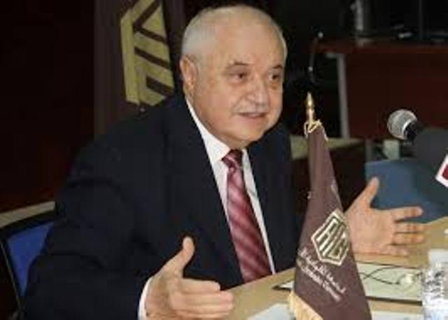 أبو غزالة... مستثمر محترف في نعمة المعاناة