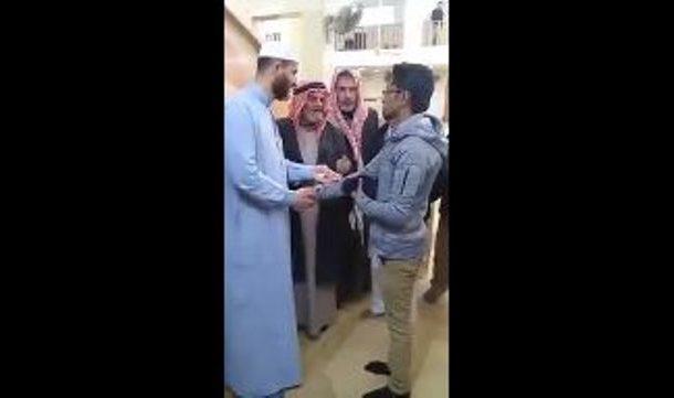 شاب يعلن إسلامه في الرمثا -